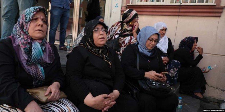 DTK'den HDP önünde oturma eylemi yapan ailelere sağduyu çağrısı