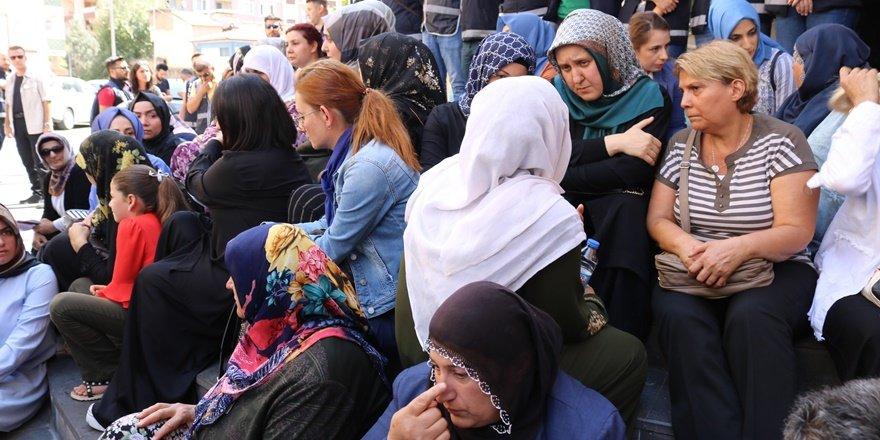 Ailelerin HDP il binası önündeki oturma eylemi 5. gününde