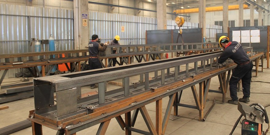 Hızlı tren projesinin direkleri Diyarbakır'dan