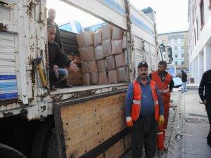 Van'dan Rojava'ya 3 TIR yardım gönderildi