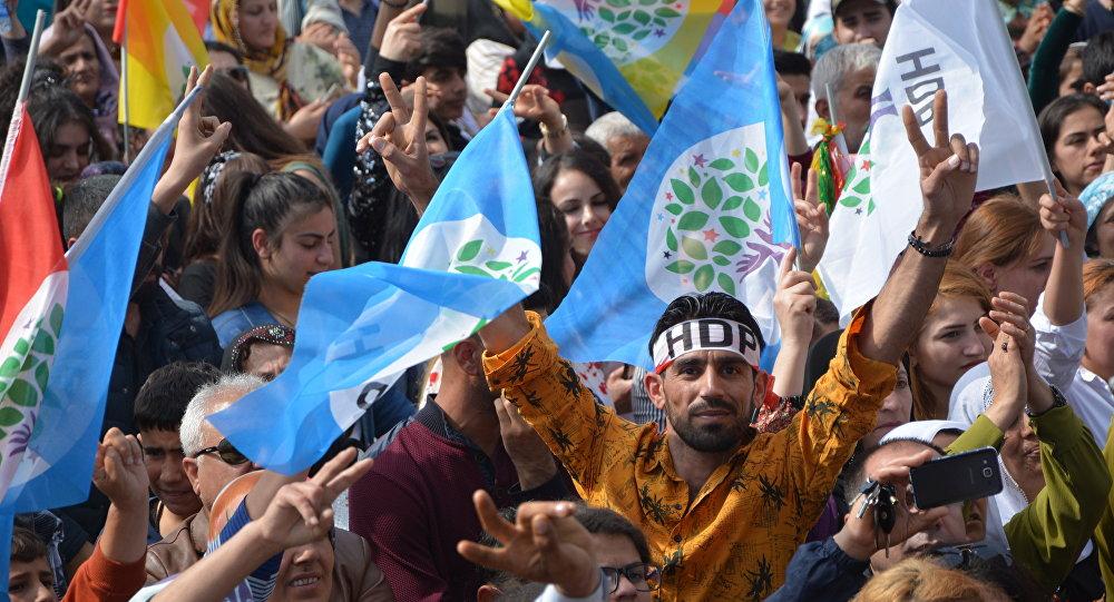 HDP: Kayyumlara karşı demokrasi nöbetleri sürecek
