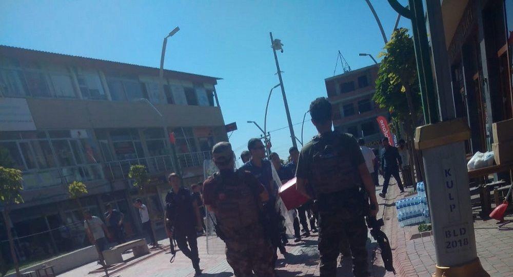 Kulp'ta HDP binasına saldırı: 5 gözaltı