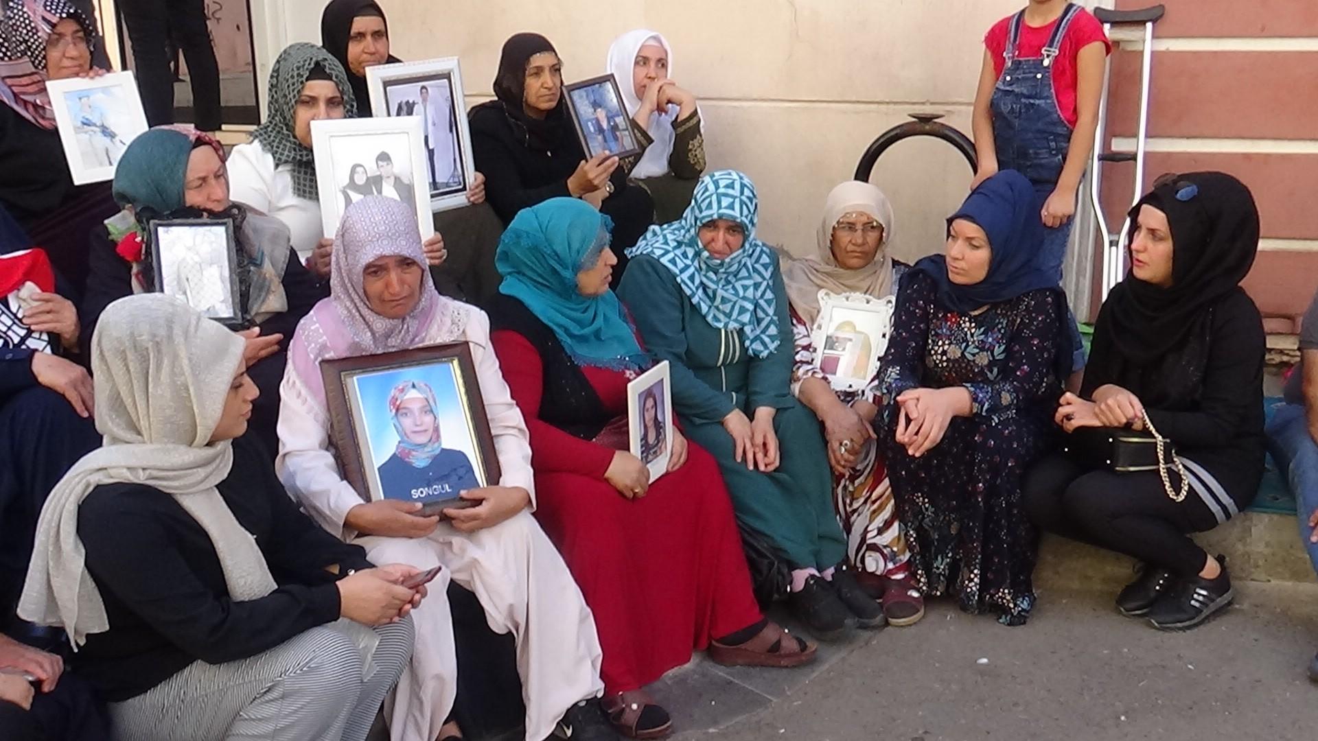 Annelerin HDP önündeki eylemi sürüyor