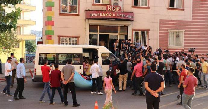 Diyarbakır'da HDP'li yöneticilere 'battaniye' soruşturması