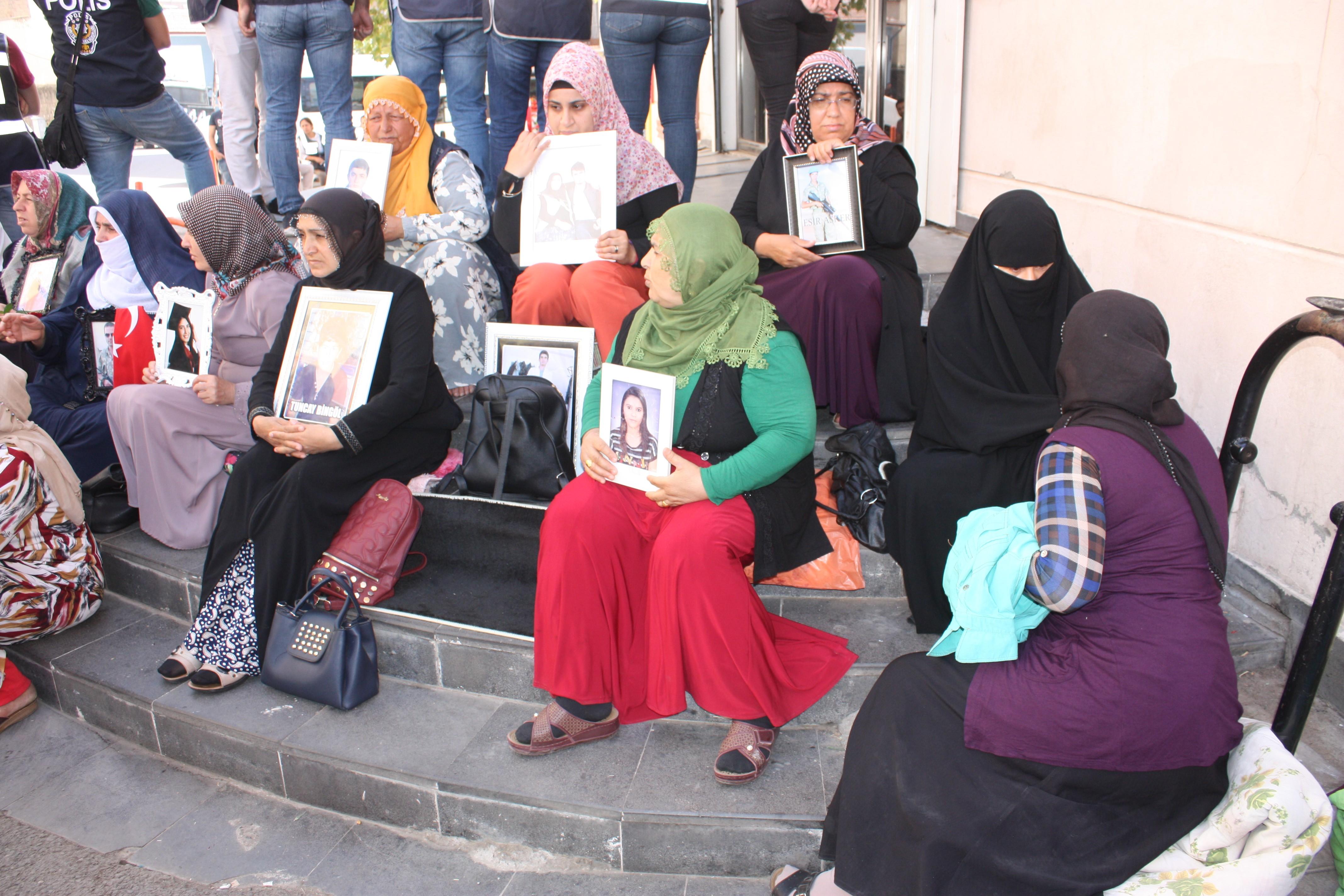 HDP önünde eylem sürüyor