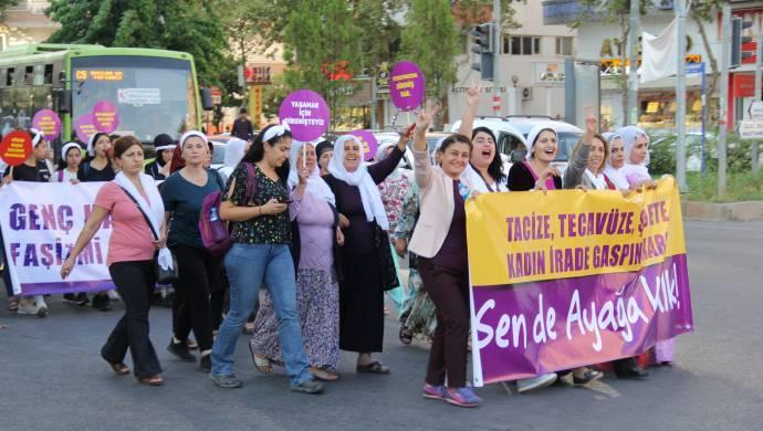 Diyarbakırlı kadınlar taciz ve şiddete karşı yürüdü
