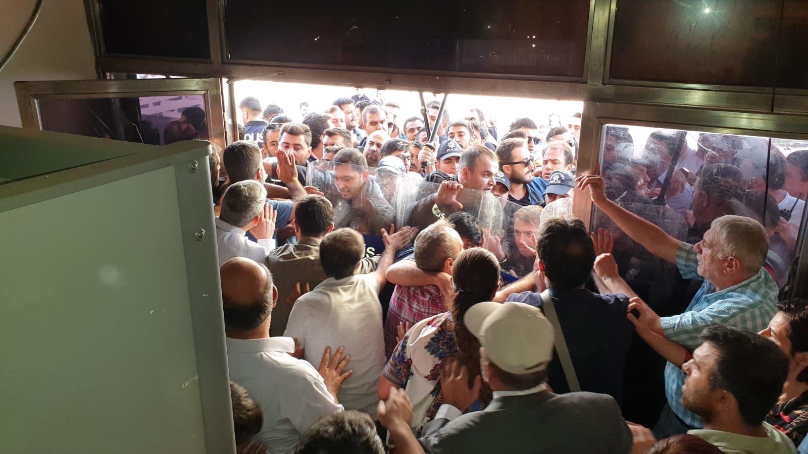VİDEO - Diyarbakır'da açıklama gerginliği!