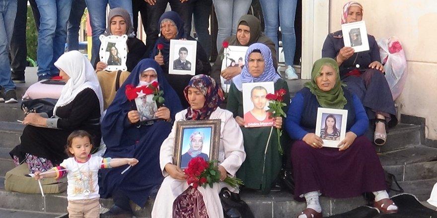 HDP önündeki ailelerin oturma eylemi 42'nci gününde