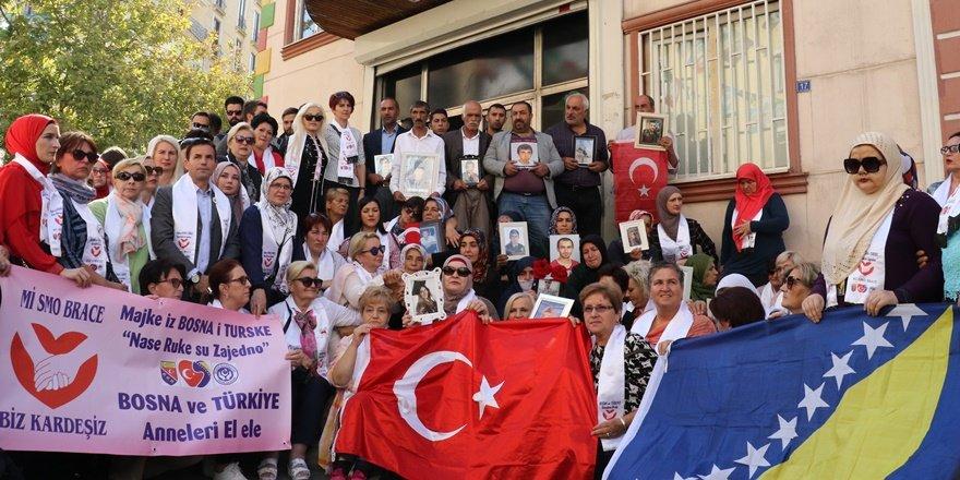 HDP önünde oturan ailelere, Bosnalı kadınlardan destek ziyareti