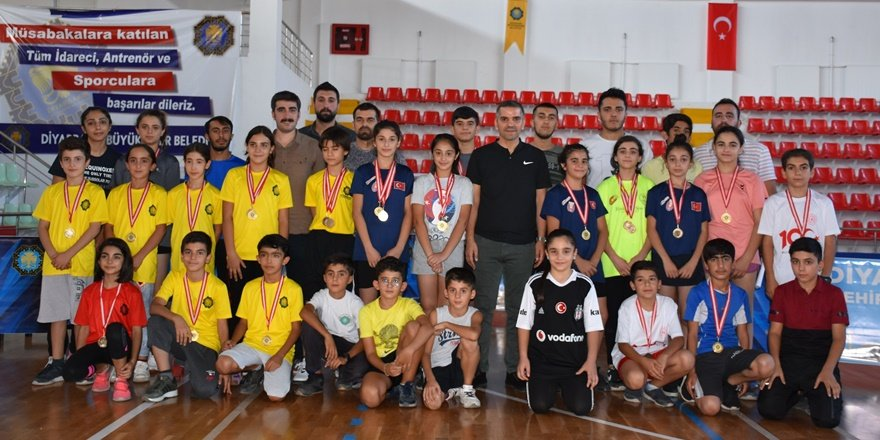 Diyarbakır'da badminton turnuvası
