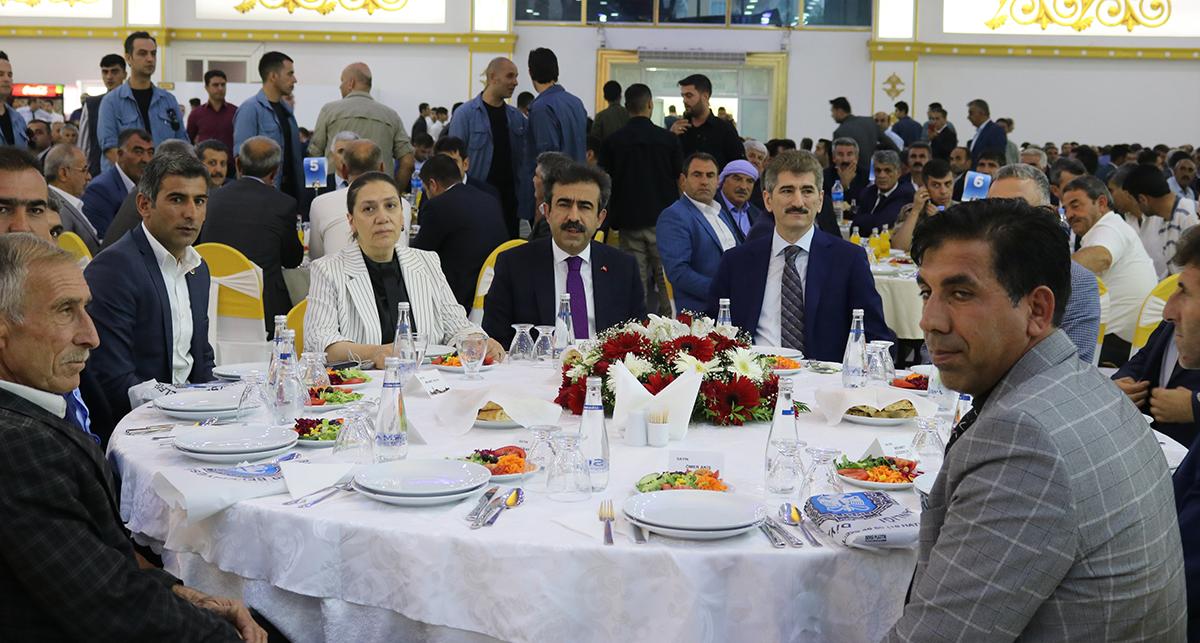 VİDEO - Diyarbakır'da konuşan İnce: Muhtarlık bir yanıyla devlettir, diğer yanıyla da millettir