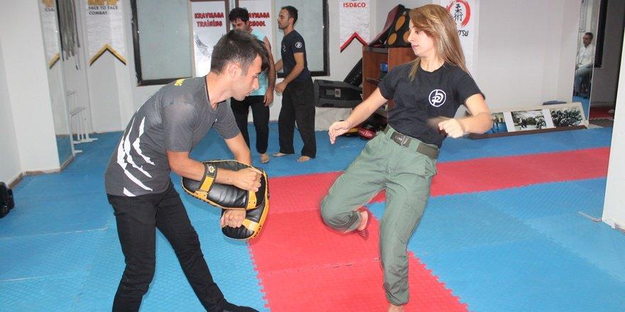 """VİDEO - Diyarbakırlı kadınlar kapkaç ve şiddete karşı """"Krav Maga"""" öğreniyorlar"""