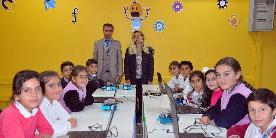 Hakkari'de köy çocukları için 'robotik kodlama sınıfı'