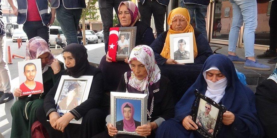 HDP önündeki ailelerin oturma eyleminde 52. gün