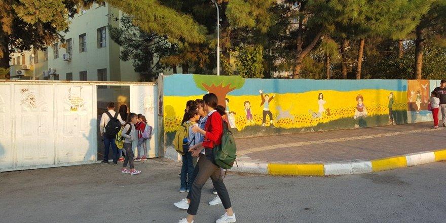 Nusaybin'de öğrenciler 18 gün sonra yeniden okullu oldu