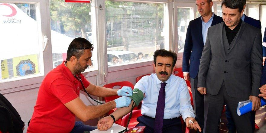 VİDEO - Vali Güzeloğlu, kan bağışladı