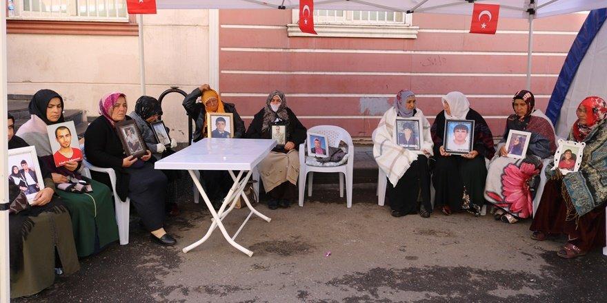HDP önündeki ailelerin oturma eyleminde 61'inci gün