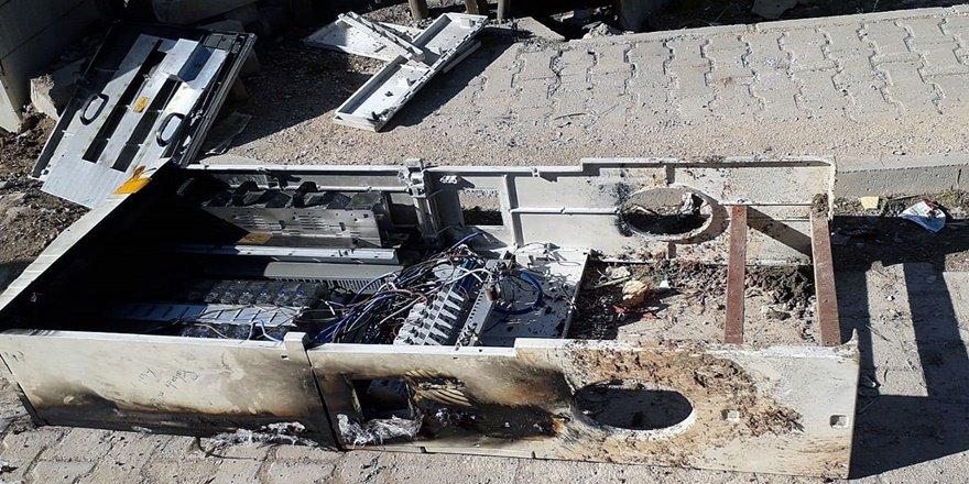 Mardin'de kaçak elektriği önleyen panolar yakıldı