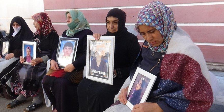 HDP önündeki ailelerin evlat 'nöbeti'nde 67'nci gün