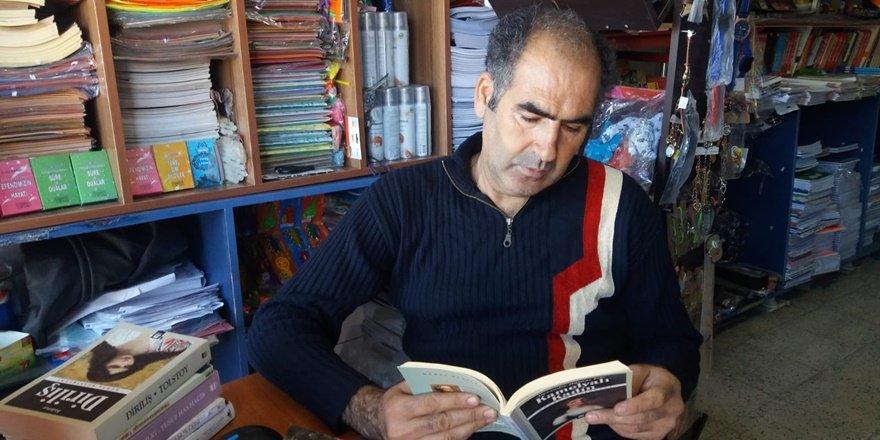 Kitapsever kitapçı: 20 yıldır işi gücü kitap