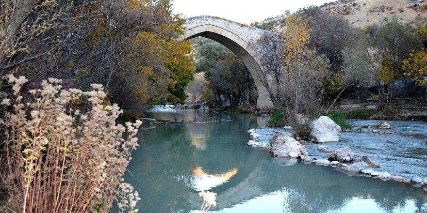 Dersim Tağar Köprüsü'nden sonbahar manzaraları