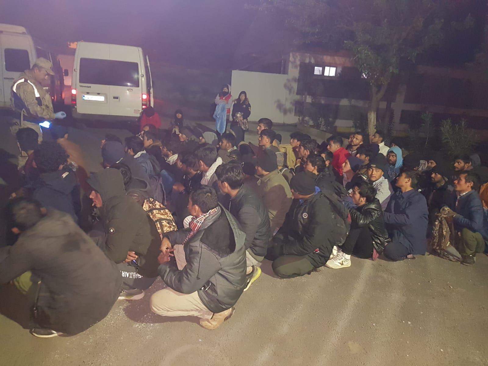 VİDEO - Diyarbakır'da 69 göçmen yakalandı