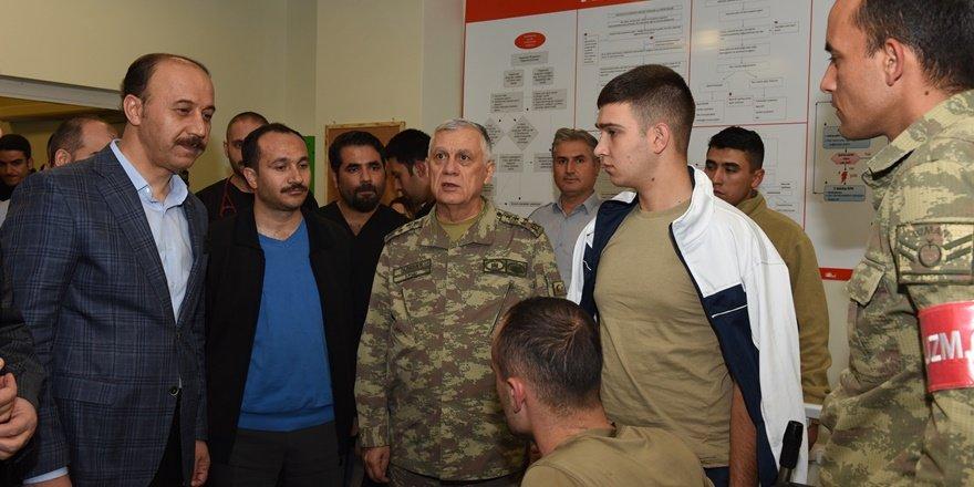 Cephanelik patlamasındaki yaralı askerlere üst düzey ziyaret