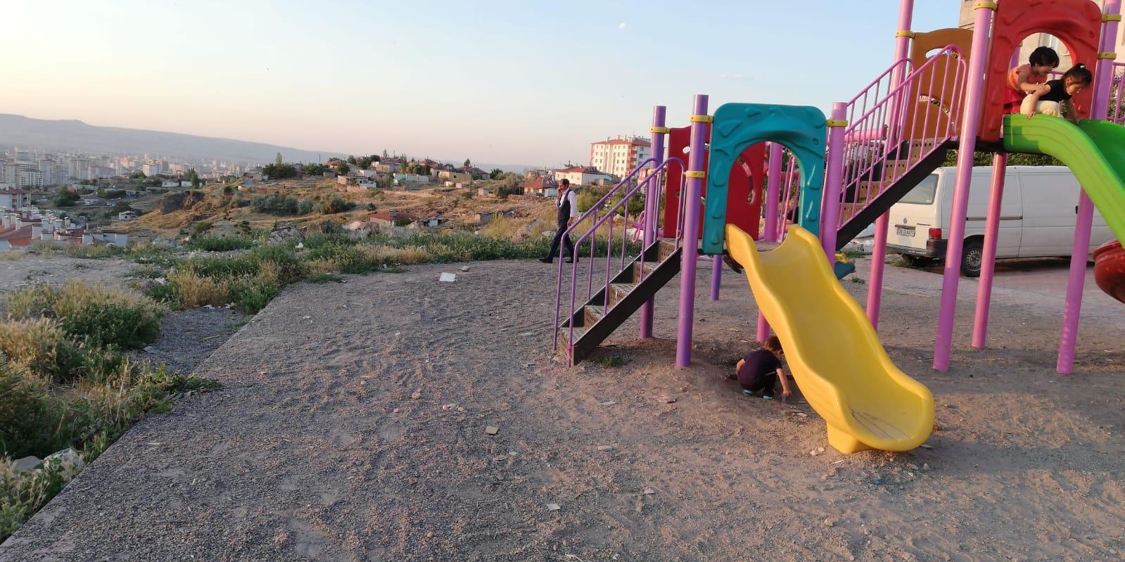 Siirt'te kaydıraktan düşen çocuk ağır yaralandı