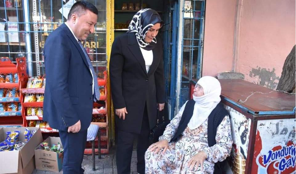 Beyoğlu, vatandaşlarla bir araya gelmeye devam ediyor