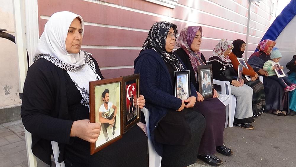 HDP önündeki ailelerin evlat nöbeti 75'inci günde