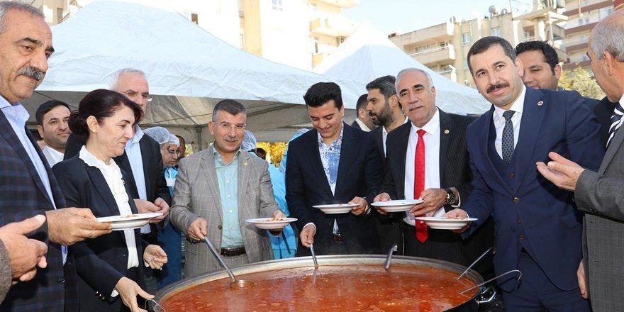"""Şanlıurfa'da """"Ali Baba"""" için kuru fasulye ve pilav dağıtımı"""