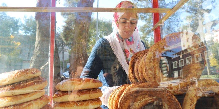 VİDEO - Simit satarak çocuklarını okutan annenin dramı