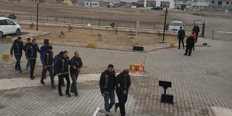 Kars'ta zehir tacirlerine tutuklama