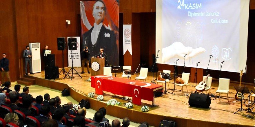 """Diyarbakır'da """"24 Kasım Öğretmenler Günü"""" etkinliği"""
