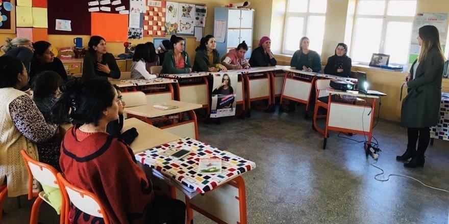 """Dersim'de """"Şiddetle mücadele ve erken yaşta evlilik"""" eğitimi"""
