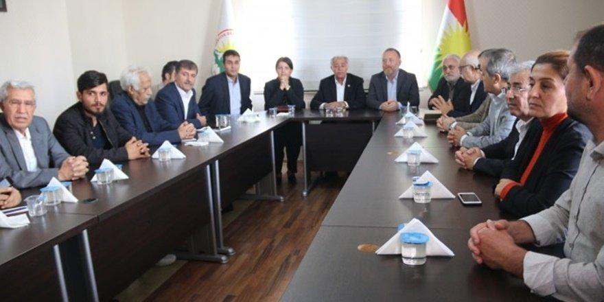 Diyarbakır'da kürt siyaseti 'ulusal birlik' için toplandı