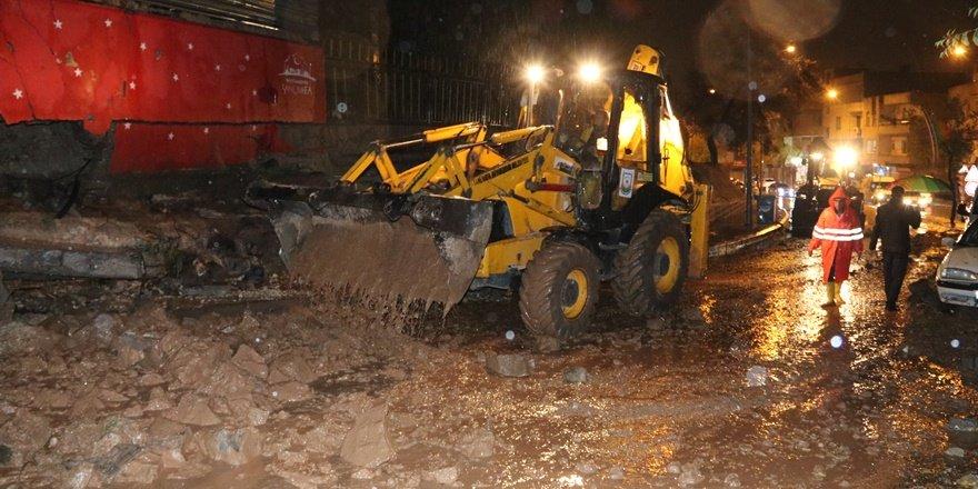 Şanlıurfa'da istinat duvarı yıkıldı