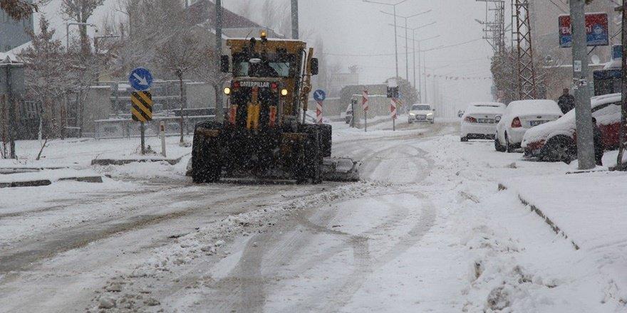 Van Başkale'de kar yağışı