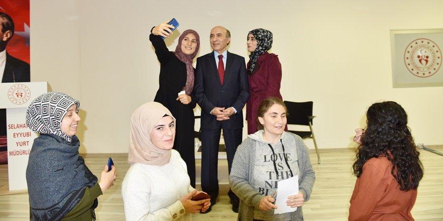 Dicle Üniversitesi Rektörü Gül, öğrencilerle buluştu