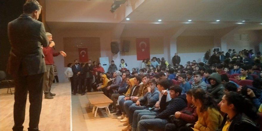 Yazar Metin Aydın, Kızıltepe'de öğrencilerle buluştu
