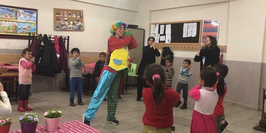 Köy okulu öğrencileri zumba ile buluştu
