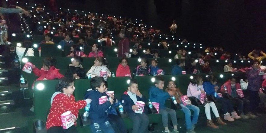 """Diyarbakır'da """"Sinemaya gitmeyen çocuk kalmasın"""" projesi"""