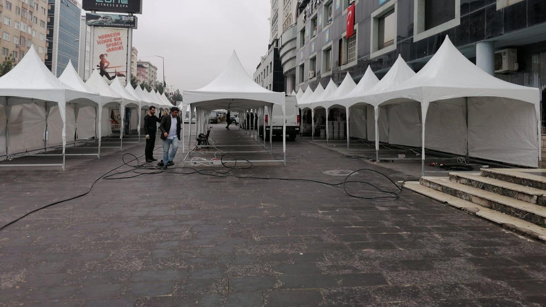 Esnaf tepki gösterdi, korsan çadırlar kaldırıldı