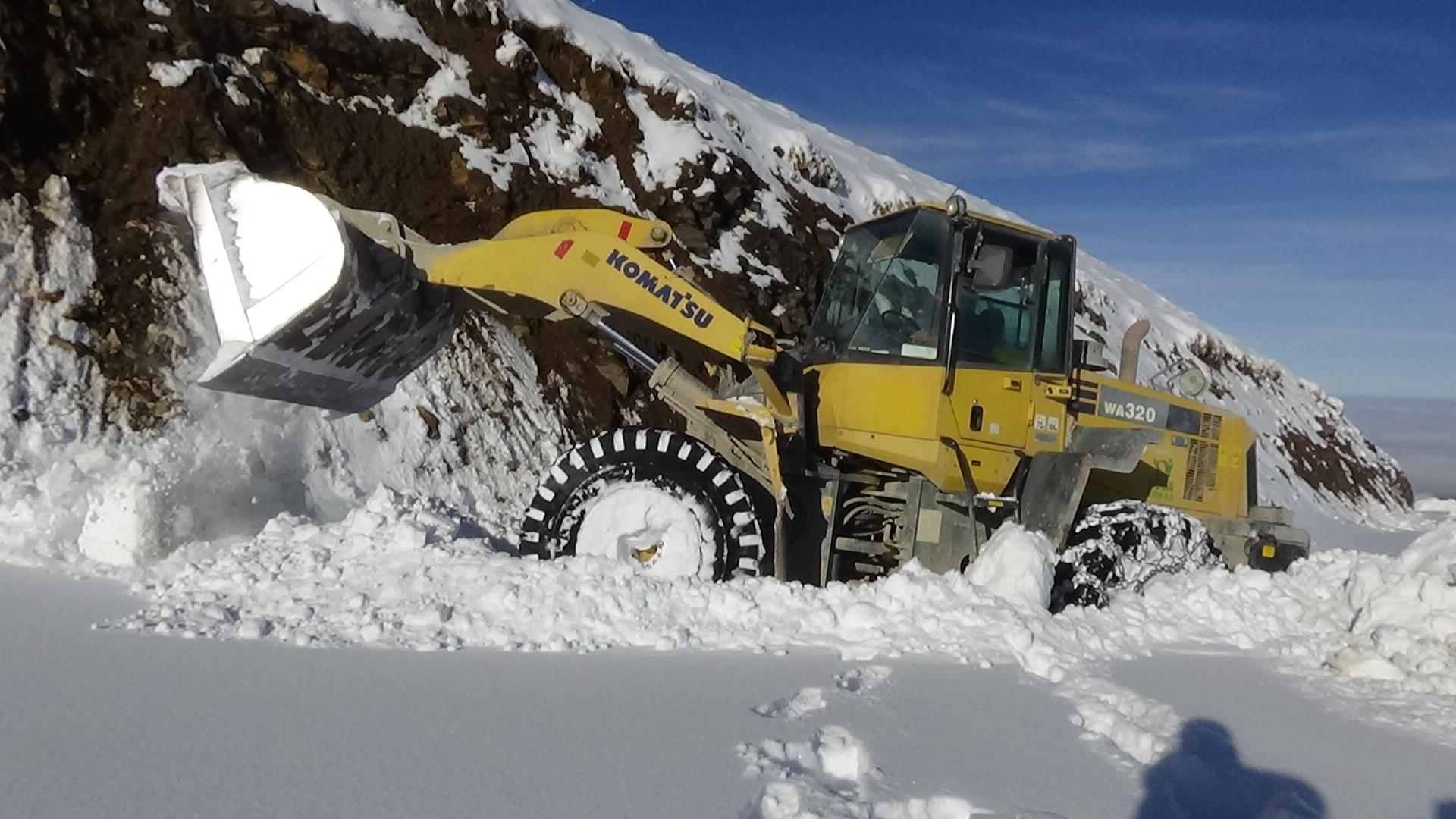 Muş'ta kardan dolayı kapanan 35 köy yolu ulaşıma açıldı
