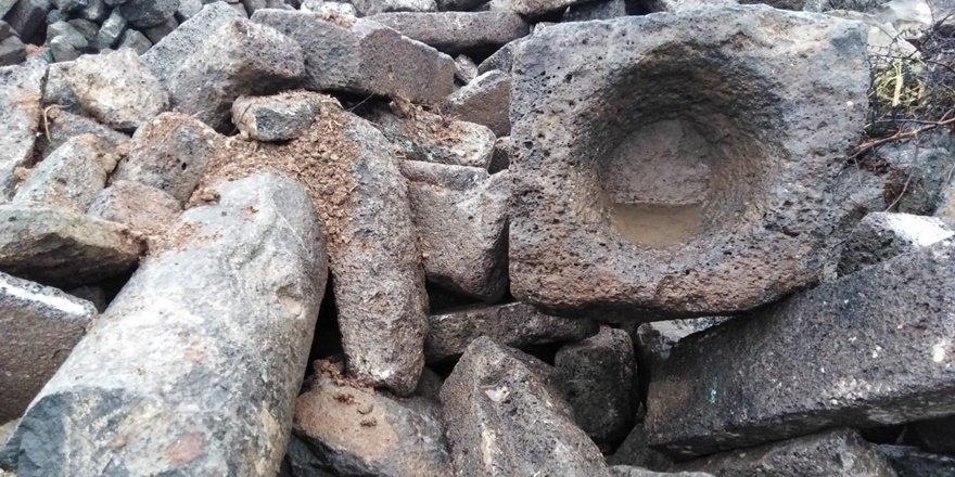 Sur'un tarihi taşları kamyon kamyon satılıyor