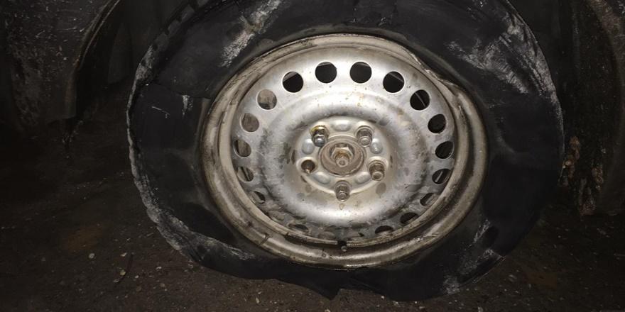 Şanlıurfa'da yoldaki çukurlardan çok sayıda aracın lastiği patladı