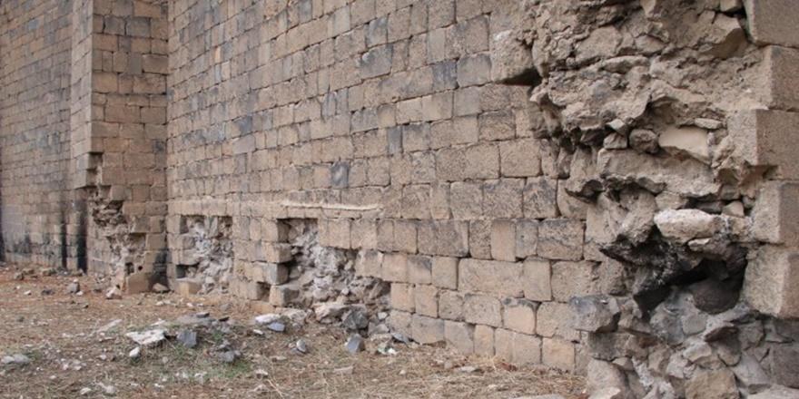 Vali Güzeloğlu açıkladı: Surları tahrip edenler gözaltında, onarım başlıyor