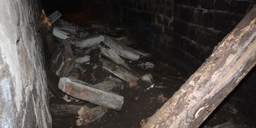 VİDEO - Sur'da tescilli binada göçük
