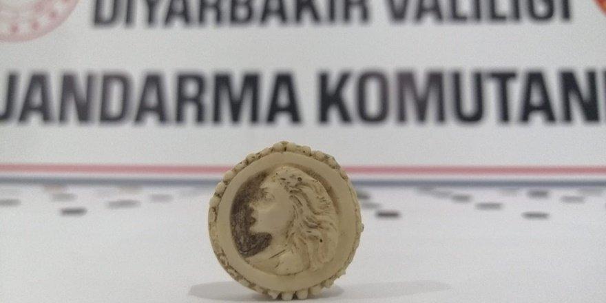VİDEO - Diyarbakır'da Roma ve Bizans dönemine ait tarihi eser ele geçirildi