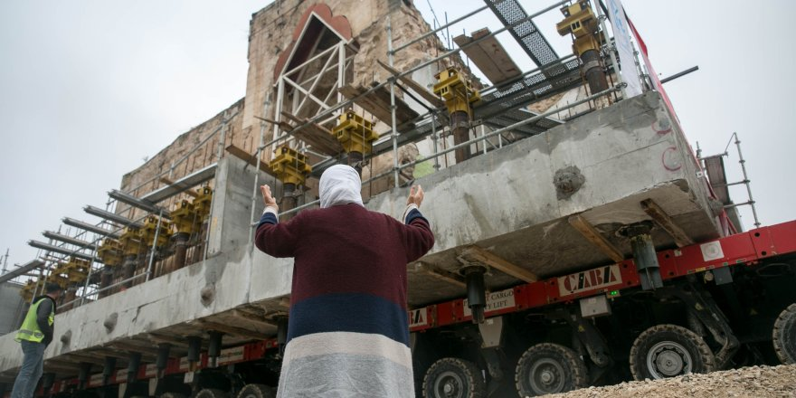 Hasankeyf'in son tarihi eserleri de taşınıyor